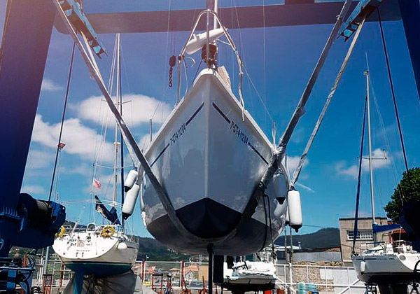 Boat in the crane